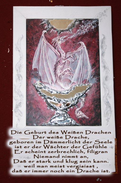 Die Geburt des weißen Drachen,  nachtleuchtend VERKAUFT